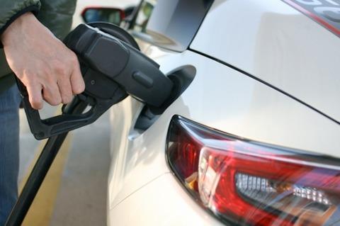 ガソリンという液体で車が動く