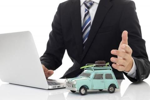 自動車メーカー勤務