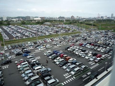 【悲報】イオンの駐車場で適当なとこ停めたはいいけど、どこかわからなくなったwwwwww