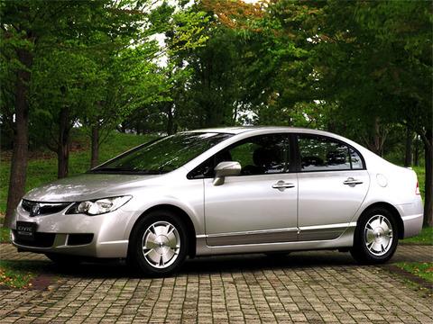 車探してるんだけどカッコよくて速くて燃費が良くて安いセダンなんかない?