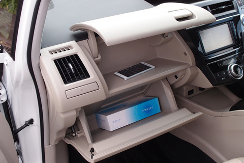 04_front_glovebox
