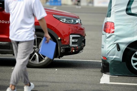 自動ブレーキ、20年に義務化へ  日欧など国際基準で合意