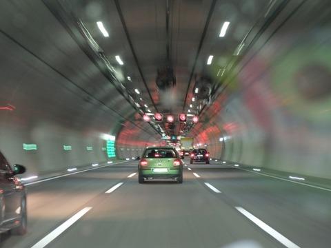 高速道路を法令順守をしている車