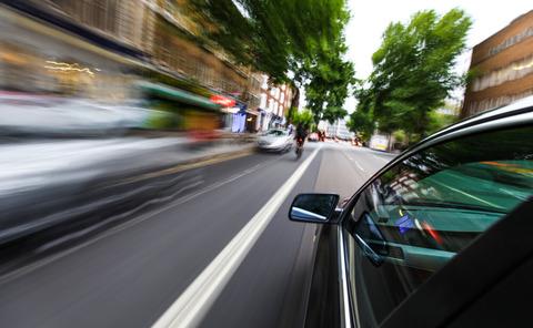 【悲報】ワイ運転初心者、60km道路で75kmで走ってたのにガンガン追い越されて自信を無くすw