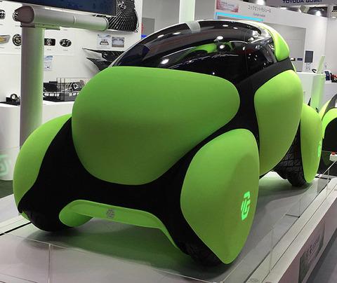 車体がゴム製の自動車