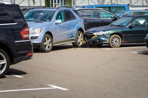 狭い駐車場のスーパー