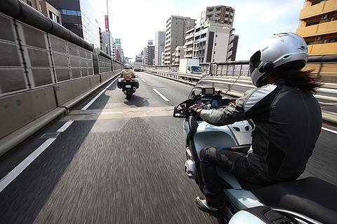 バイク乗ってる奴ってよく高速