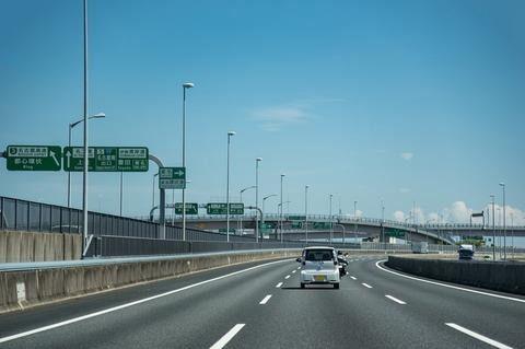 片道600キロの高速道路ドライブ