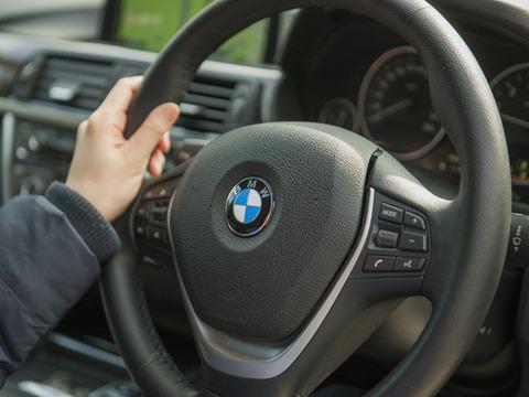 BMWのMTマニュアルを欲しがってる大学生