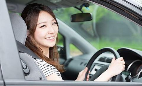 女に運転免許与えるな!