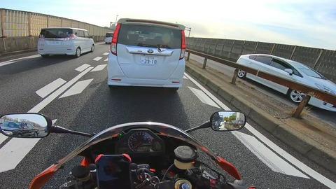 バイク絶対抜かすマン