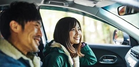 ドライブ中に助手席で曲聴く