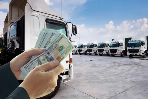 この間テレビでトラック運転手の月収が37~50万の所が紹介されてたが...
