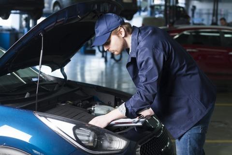 【悲報】ワイ自動車整備士、高いスキルや経験を持つにも関わらず月収は18.4万wwww