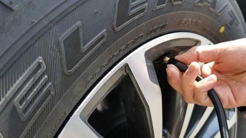 タイヤに窒素入れる