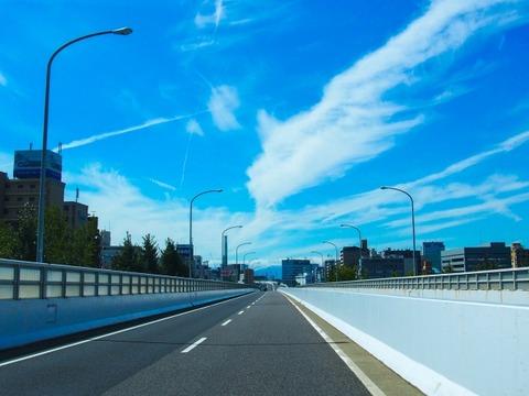 高速道路のドライブ