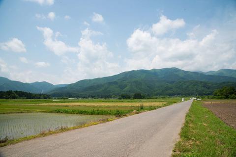 交通量の少ない田舎道