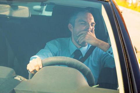 運転中眠すぎ