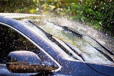 雨染み(ウロコ状の水垢)