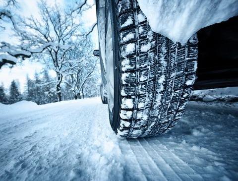 雪道怖いンゴ!スタッドレスタイヤ