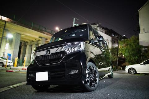 黒い軽自動車
