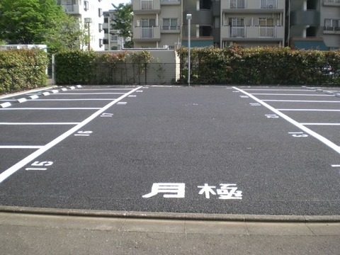市の道路を作るから月極め駐車場を削るよ 立ち退いてねって言われたw