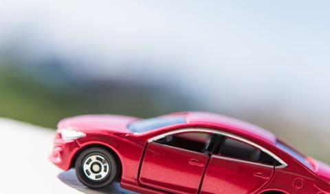 教習車に乗るワイさん、坂道発進で後ろベタベタにいる車にぶつかるファインプレー