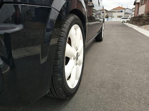 車のタイヤ4本交換