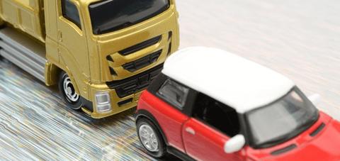 トラックドライバーが一人身事故