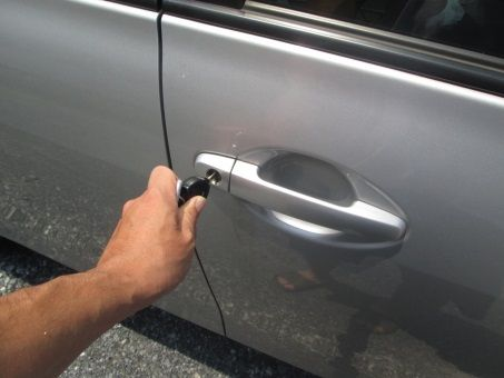 車の鍵穴に接着剤流し込んだ奴怒るからでてこいよ