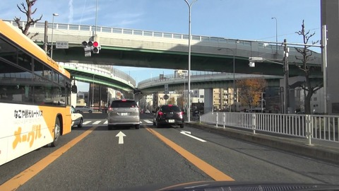 東京のクソ車線のせいで捕まったんだけど俺が悪いの?wwww