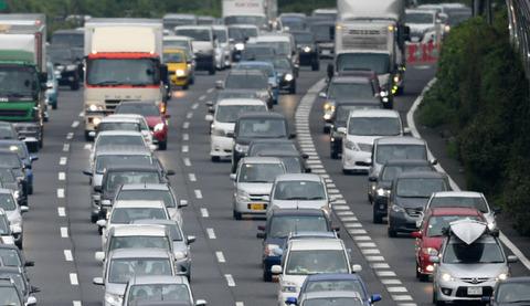 首相、自動車保有の減税検討を指示