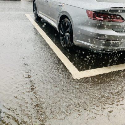 車内に水溜り