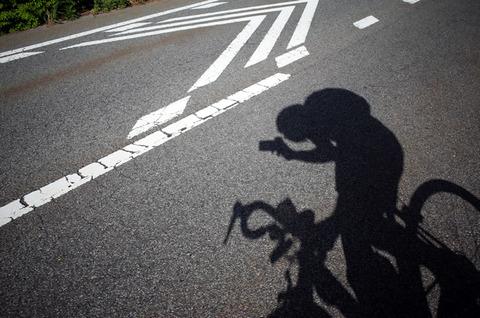 道を自転車で走ってた
