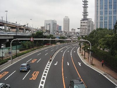 (´・ω・`)お前ら片道3車線の国道でどれぐらいスピード出す?