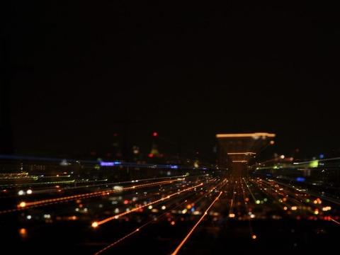 深夜に高速ドライブ