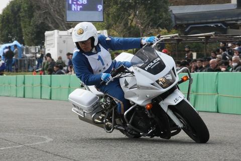 白バイ隊員さんの運転テクニック