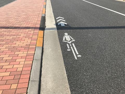 自転車は車道走ってね