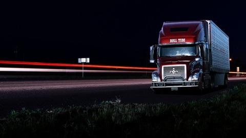 大型トラックの長距離ドライバー