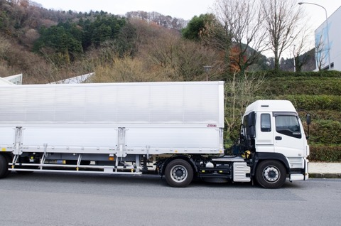 ニートだけど、大型トラックドライバーになろうと思う!