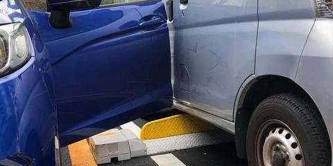 コンビニの駐車場で停めたらクラウンの超絶DQN集団にドアパンチされたけど「あ゛ぁ?悪ぃ」で済まされちゃった(´;ω;`)
