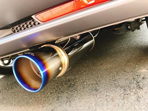 車のマフラー爆音