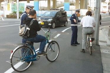 自転車は逆走