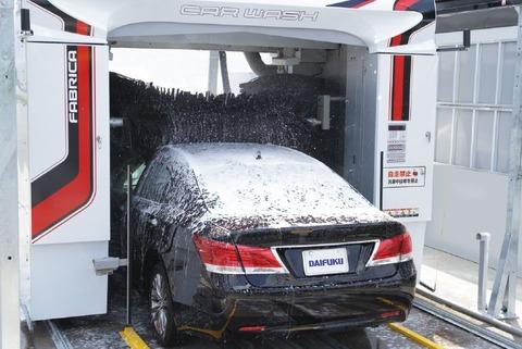 洗車コースで洗う