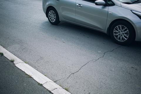 自宅前の車の通りが激しい