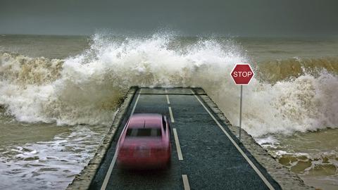【台風19号】「川そばでヤバイ!車を立体駐車場に停めて車中泊するわ」←これ頭いいな