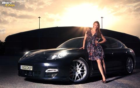 美少女が高級車