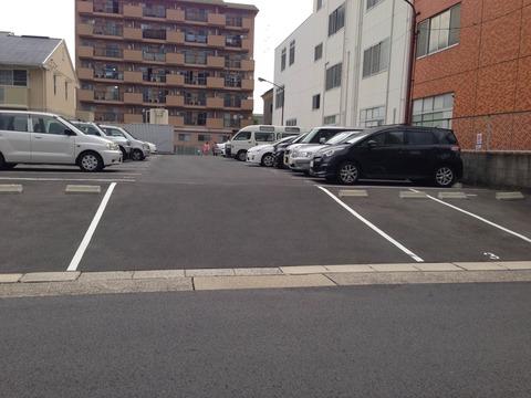 マンションの駐車場で方向転換