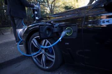 英政府、EV電池工場建設巡り