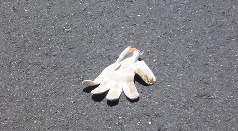 道路によく落ちてる物「黒いゴム紐」「タイヤのホイールカバー」あと一つは?